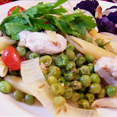 Pasta With Chicken and Spicy Peas