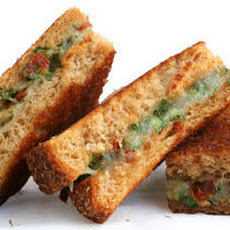 Sun-Dried Tomato, Parsley, and Manchego Grilled Cheese Recipe