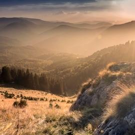 End of day by Andrei Grososiu - Landscapes Sunsets & Sunrises ( mountain, peak, sunset, mt. rosu, romania )