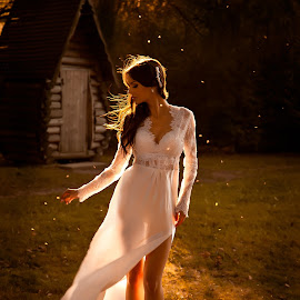 Tata by Alena Romanovskaya - People Portraits of Women ( girl, park, autumn, wedding, outdoor )