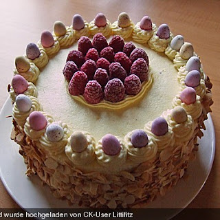 Himbeer - Waldfrucht Torte mit Marzipanbuttercreme