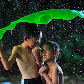 Selembar berdua by Deny Satria - Babies & Children Children Candids ( banana, village, indonesia, traditional, kids, leaves, rain )