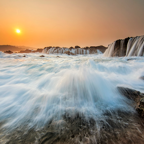 Bridging Ocean by Hendri Suhandi - Landscapes Waterscapes ( splash, sawarna, wave, travel, beach, sunrise, flow, motion, banten )