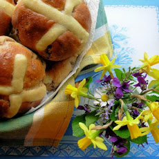 Traditional Fruity and Spiced Hot Cross Buns: Bread-Maker