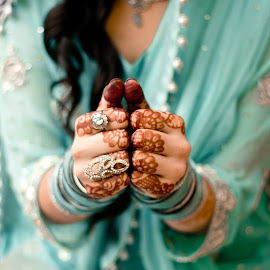 bride and hina tattoo by Farrukh Saleem - Wedding Bride ( pakistan, farrukh saleem, ring, hands, wedding, bride, tattoo )