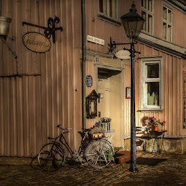 by Wenche Bergh - City,  Street & Park  Night