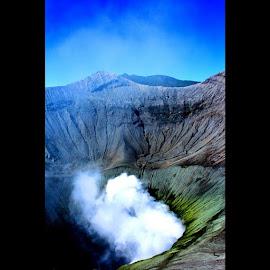 The Cauldron of Mt.Bromo by Bimo Aldhy Syahfiputro - Instagram & Mobile Instagram ( mountain, landscape, focusumm )