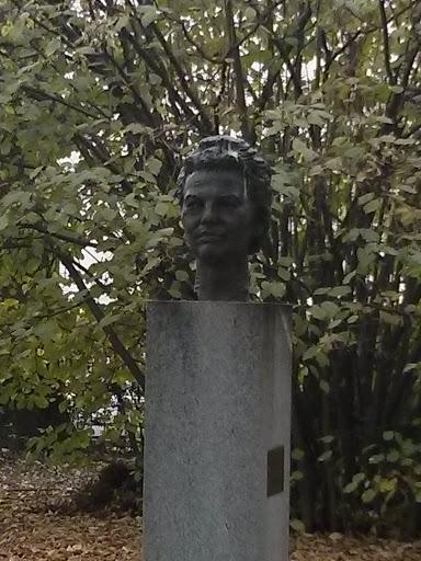 Mira Mihelić