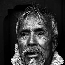 Don de Chiapas by Baptiste Riethmann - People Portraits of Men ( fotografía, black and white, mexico, chiapas, photo, photographie, photography, portrait, schwarz weiss, bilder, noir blanc, blanco y negro, retrato, foto, man )