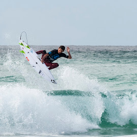 Fins Out by Cam Neale - Sports & Fitness Surfing