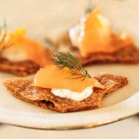 Rye Crispbread Crackers with Pepper-Dill Crème Fraîche and Smoked ...