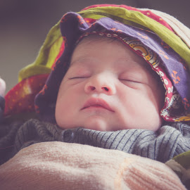 A New Born Baby by Mithilesh Kumar - Babies & Children Babies ( child, babies, sleeping baby, cute baby, portrait )