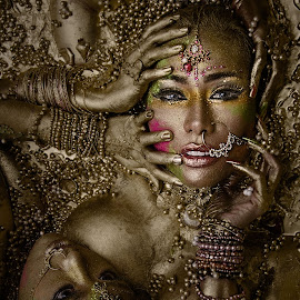 GOLD by Íce Zorrilla - People Body Art/Tattoos ( girls, face, colors, art, indian, twins, eyes, sexy, woman, gold, head, blackice, closeup,  )