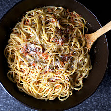 Linguine with Tomato-Almond Pesto [Pesto Trapenese]