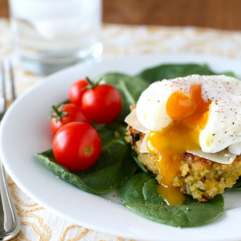 Poached Egg over Asparagus & Crispy Quinoa Recept | Yummly