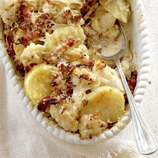 Cheesy Cauliflower & Bacon Gratin
