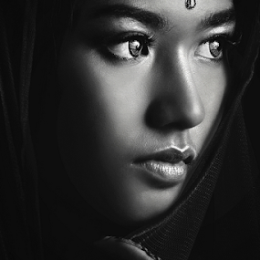 litte India by Ivan Lee - Black & White Portraits & People ( canon, girl, india, beauty )