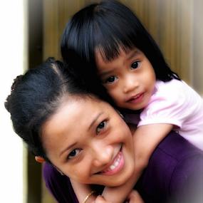 senyum pepsodent by Daenk Andi - People Family ( keluarga, potrait, anak, bahagia, perempuan, senyum, ana, kperempuan, ibu )