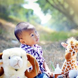 child n doll by Fora Ginanjar Katamsi - Babies & Children Toddlers ( expression, child, doll, children, candid, toddler )
