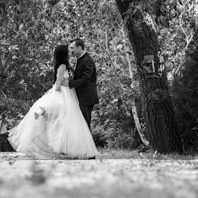 Love in the park by FIWAT Photography - Wedding Bride & Groom ( black and white, wedding, bride and groom )