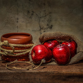 Red apples by Margareth Perfoncio - Food & Drink Fruits & Vegetables ( still life, apples )
