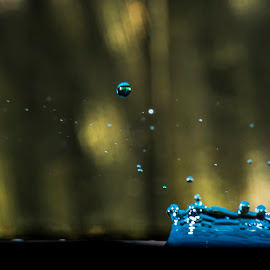 by David Bennett - Abstract Water Drops & Splashes