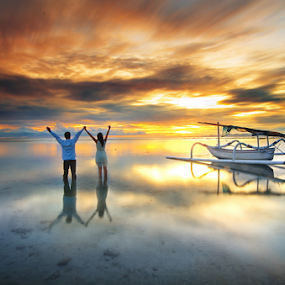 by Wisnu Taranninggrat - People Couples ( couple holding hands )