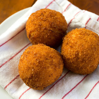 Rich and Creamy Saffron Arancini With Mozzarella