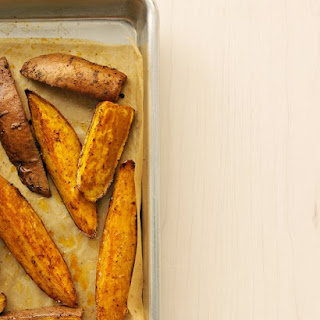 Chili-Roasted Sweet Potato Wedges