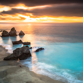 (Onde está) Wally no paraiso? by Emanuel Fernandes - Landscapes Waterscapes ( clouds, water, sky, portugal, rocks )