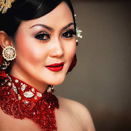 Indah Nurgusrianty by Kelvin Austin - Wedding Bride ( wedding, bride, pretty, portrait )