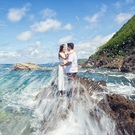 Splash of Love by Arjanmar Rebeta - Wedding Bride & Groom ( wedding, bride and groom, bride, people, groom, destination wedding photographers, pre-nuptial )