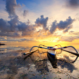 jukung pagi by Noret Nusanjaya - Landscapes Sunsets & Sunrises ( bali, transportation, boat )