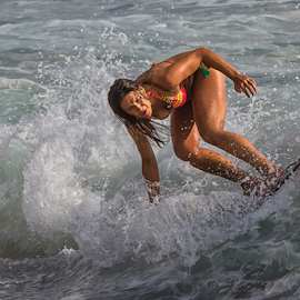 surfing girl by António Leão de Sousa - Sports & Fitness Surfing ( canon, girl, surfing, surfer, costa de caparica, waves, sea, surf )
