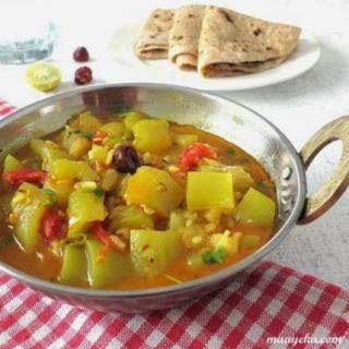 Bottle Gourd and Tomato Curry