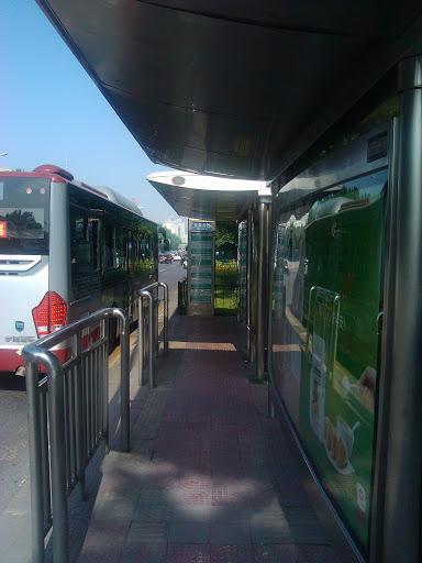 公交甘家口西站东站台