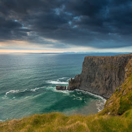 Cliffs of Moher by Ryszard Lomnicki - Landscapes Sunsets & Sunrises ( clouds, dingle, ireland, burren, dublin, galway, cliffs of moher, donegal, lee, salthill, sunset, clare, mayo, kerry, hitech )