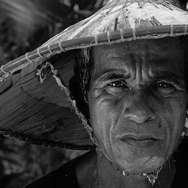 Bunginian by Hafiz Nasir - People Portraits of Men ( potrait, black and white, old man, people, photography,  )