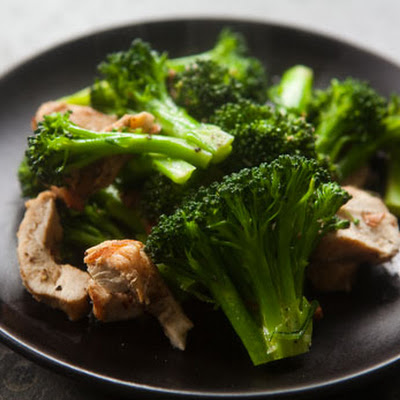 Broccoli, Chicken, and Almond Sauté