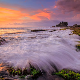 Splas in Tanah Lot Temple by Dek Seplo - Landscapes Waterscapes