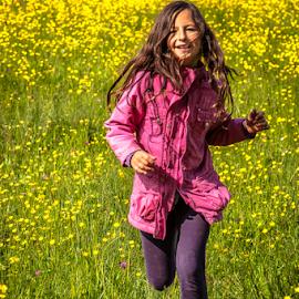 Free! by Jesus Giraldo - Babies & Children Children Candids ( field, girl, colors, art, beauty, fun, run )