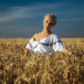 Sunset in wheat by Andrei Grososiu - People Portraits of Women ( wheat, cropland, sunset, woman, romania )