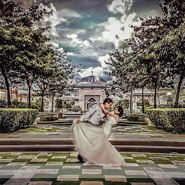 Awesome Moment by Xiiao Hua - Wedding Bride & Groom (  )