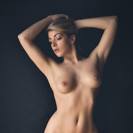 Tillie Feather - studio nude by Barrie Spence - Nudes & Boudoir Artistic Nude ( natural light, blonde, art nude, nude, tillie feather, pavilion photographic studio, blonde hair, model day, tumblr, female nude, studio nude )
