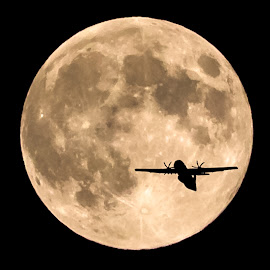 To the moon by Kevin Ly - Landscapes Travel ( moon, sky, plane, astrophotography, night )