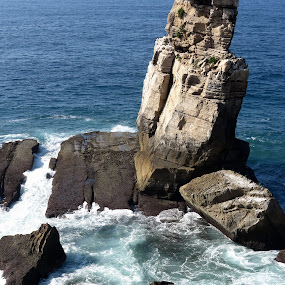 Nau dos Corvos by Gil Reis - Nature Up Close Rock & Stone ( water, nature, waves, stone, sea, places, portugal, rocks )