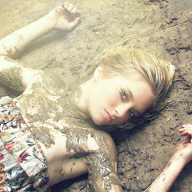 muddddy. by Cassandra Mounce - Digital Art People ( risk, fashion, mud, creative, loved, floral )