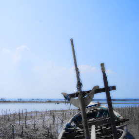 d(r)ied by Rendy Yuninta - Transportation Boats ( water, indonesia, transportation, photography, marunda, device )