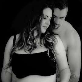Love of new parents to be by Love Time - People Maternity ( love, maternity, pregnancy, pregnant, couple, improving mood, moods, red, the mood factory, inspirational, passion, passionate, enthusiasm )