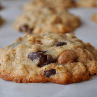 Banana Oatmeal Cookies with Peanut Butter and Chocolate Chips